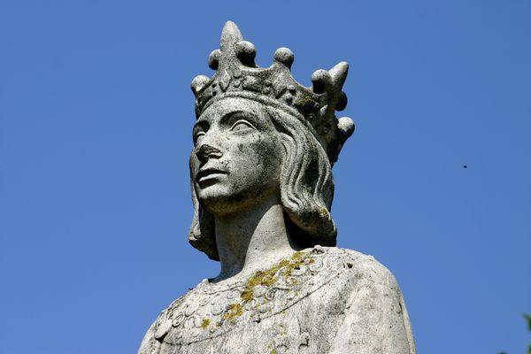 Saint Louis statue