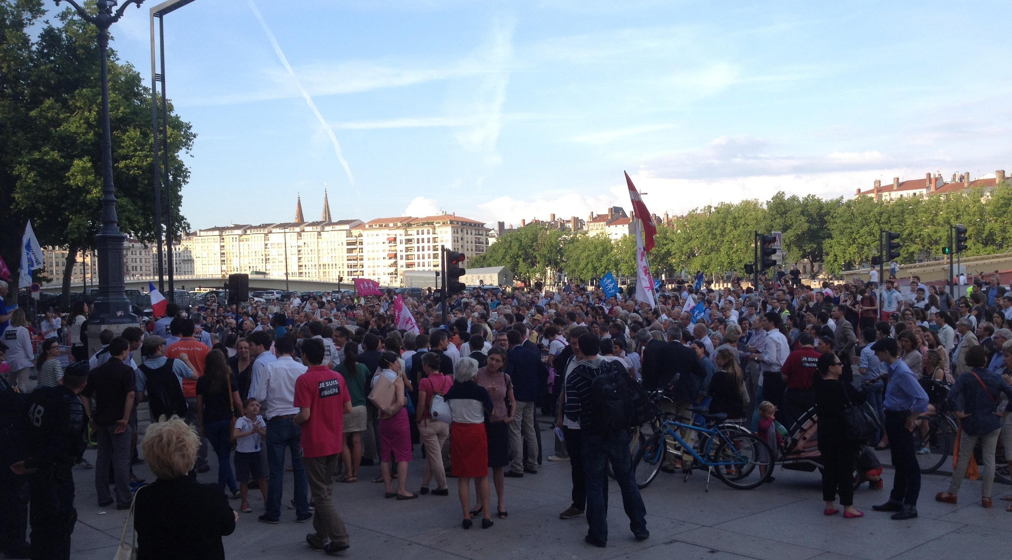 08 juin 2015  manifestation contre la GPA devant le palais de justice de Lyon